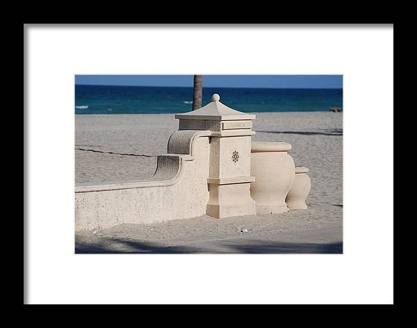 Beach Framed Print featuring the photograph Hollywood Beach by Rob Hans