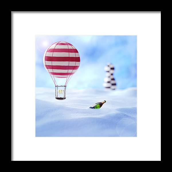 Air Baloon Framed Print featuring the photograph Hot Air Balloon In The Snow by Han Van Vonno