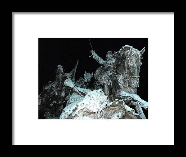 Framed Print featuring the photograph In Combate by Gabriel Mendez