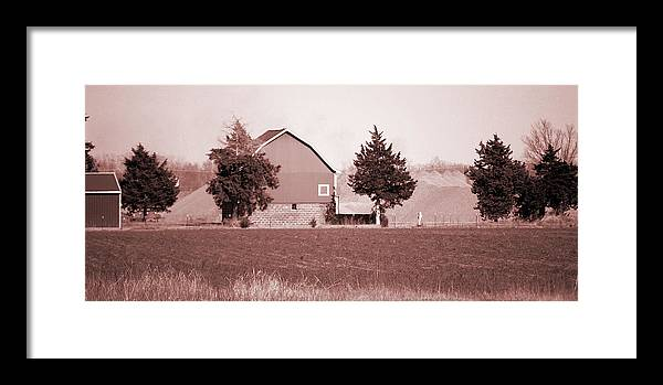 Barn Framed Print featuring the photograph Iowa Landscape by Jame Hayes