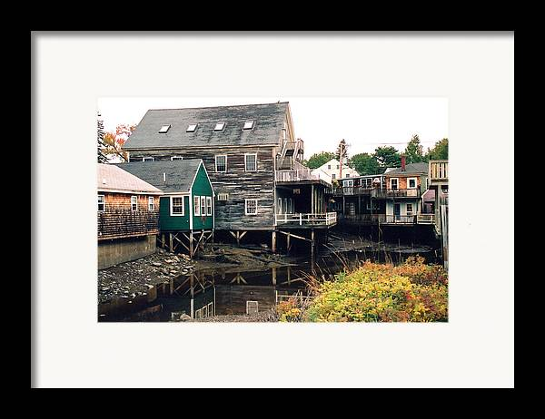 Landscape Framed Print featuring the photograph Kennebunkport At Low Tide by Robert Gladwin
