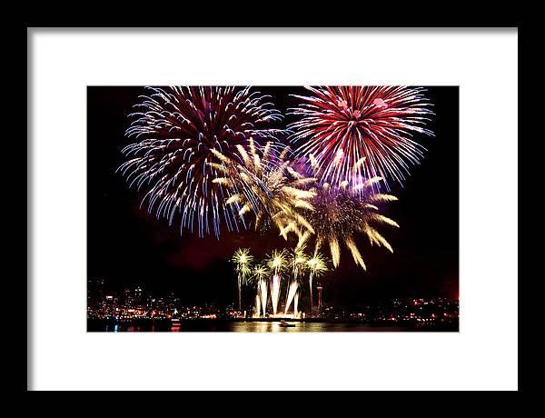 Fireworks Framed Print featuring the photograph Lake Union Firewoks B011 by Yoshiki Nakamura