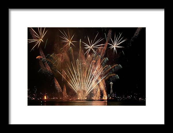 Fireworks Framed Print featuring the photograph Lake Union July 4th B022 by Yoshiki Nakamura