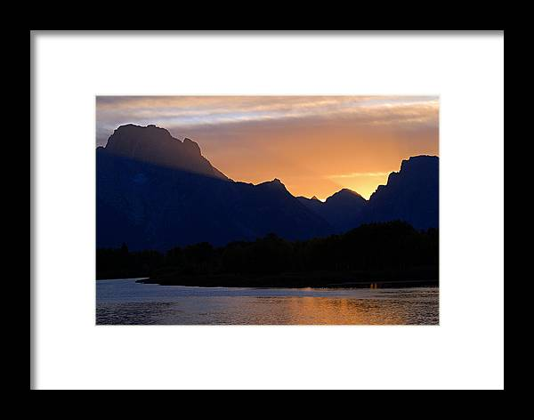 Oxbow Bend Framed Print featuring the photograph Last Light Of Day by Larry Ricker
