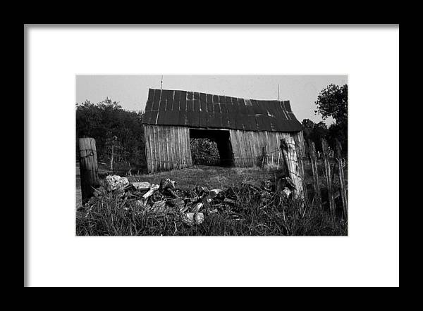 Vintage Framed Print featuring the photograph Lloyd-shanks-barn-4 by Curtis J Neeley Jr