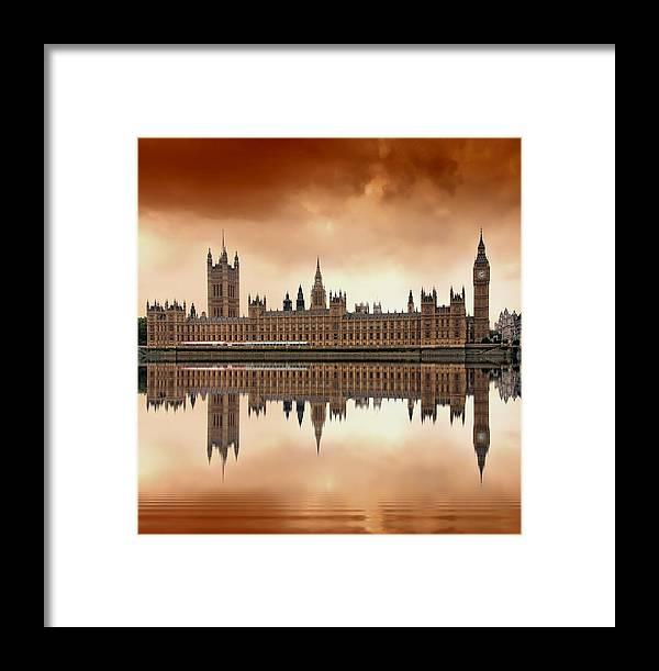 Architecture Framed Print featuring the photograph London by Jaroslaw Grudzinski