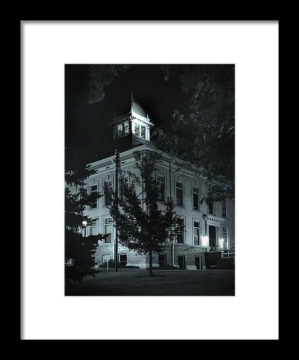 Court House Framed Print featuring the photograph Night At The Court House by Jim Furrer