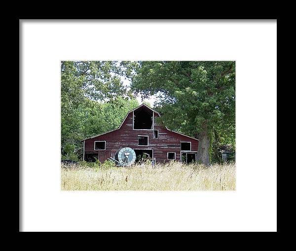 Barn Framed Print featuring the photograph Old Red by Robert Boyette
