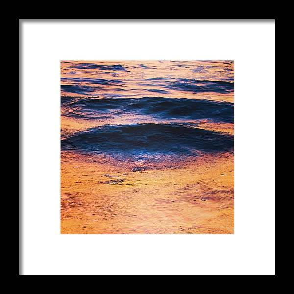 Oc�an Framed Print featuring the photograph Ondes by Pierre Cal