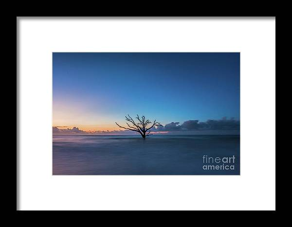 Sun Framed Print featuring the photograph Paradise by Robert Loe