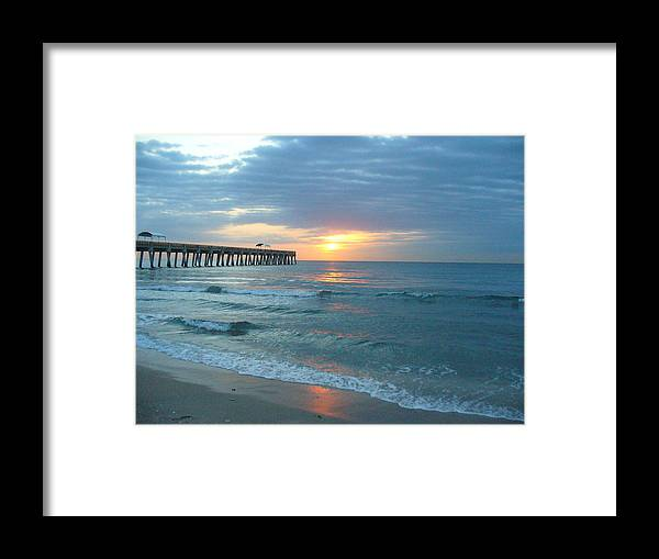 Water Framed Print featuring the photograph Perfect Peace At 6 A.m. by Peggy King