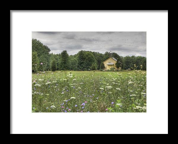 Pleasant View Road Framed Print featuring the photograph Pleasant View by Lori Deiter