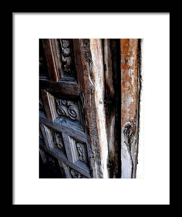 Diana Framed Print featuring the photograph Puerta 5 by Diana Moya