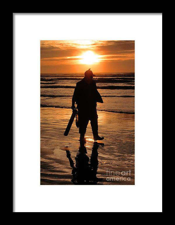 Pacific Framed Print featuring the painting Razor Clam Hunter by Larry Keahey