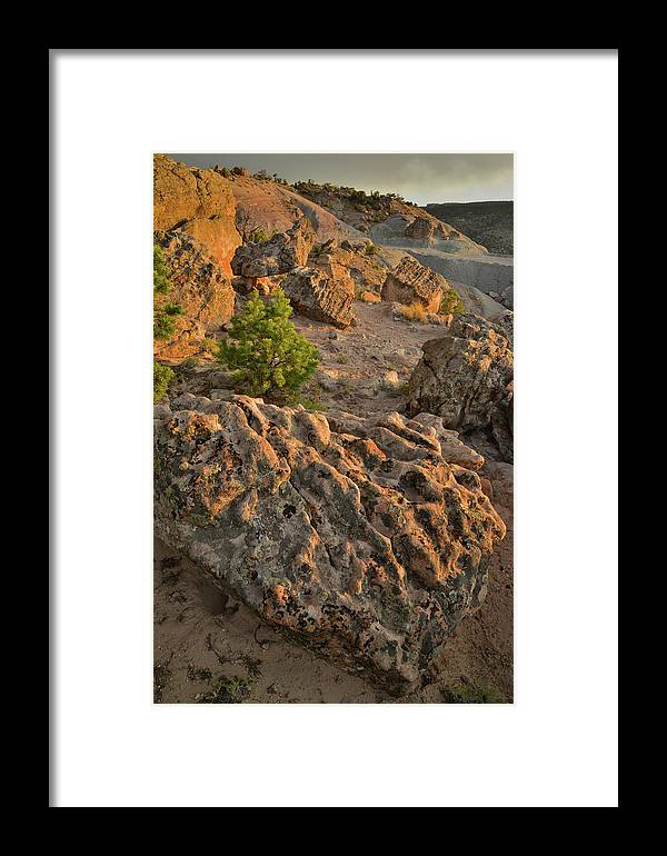 Little Park Road Bentonite Site Framed Print featuring the photograph Ripple Boulders At Sunset In Bentonite Quarry by Ray Mathis