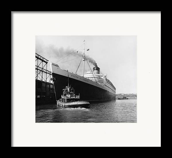 Historic Framed Print featuring the photograph Rms Queen Elizabeth by Dick Hanley and Photo Researchers