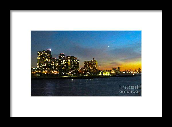 Roosevelt Island Framed Print featuring the photograph Roosevelt Island 1 New York by Ken Lerner