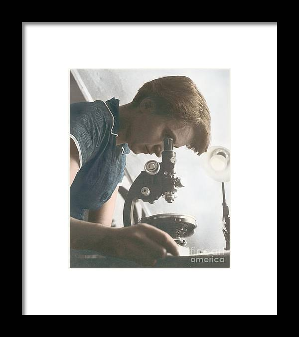 Rosalind Franklin Framed Print featuring the photograph Rosalind Franklin, Crystallographer by Science Source