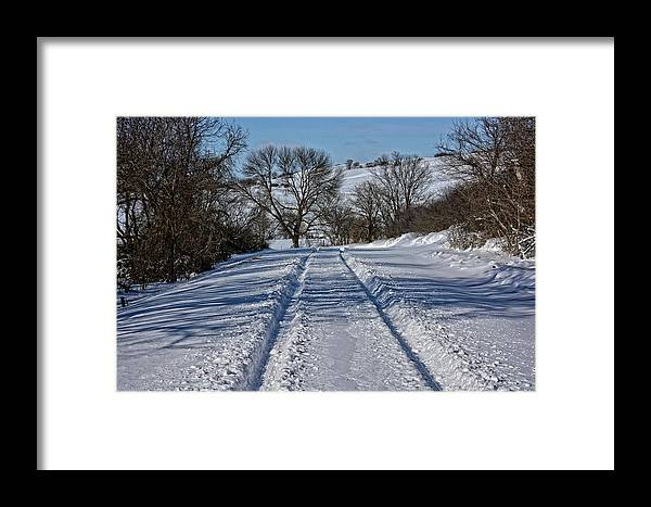 Iowa Framed Print featuring the photograph Serenity Road by M Dale