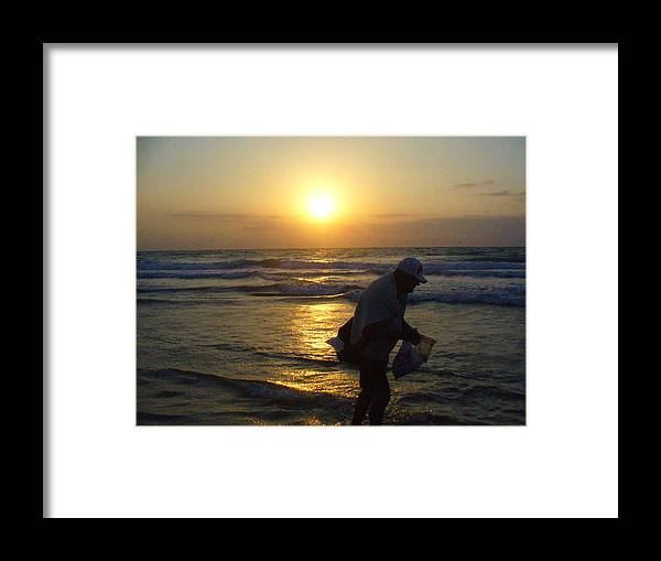 Beach Framed Print featuring the photograph Shell Seeker by Peggy King