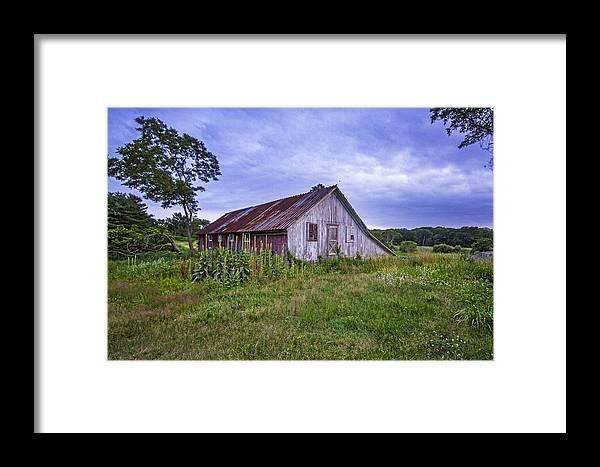 Smith Framed Print featuring the photograph Smith Farm Barn by Robert Seifert