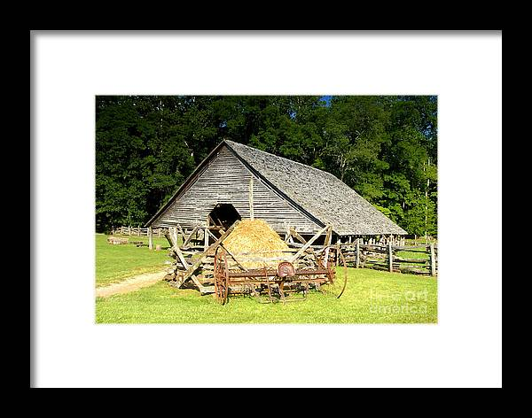 Smoky Mountains Framed Print featuring the photograph Smoky Mountain Farm by David Lee Thompson