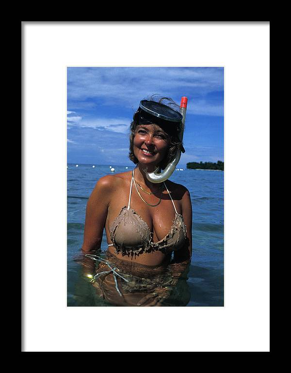 Woman Framed Print featuring the photograph Snorkler Beauty by Carl Purcell