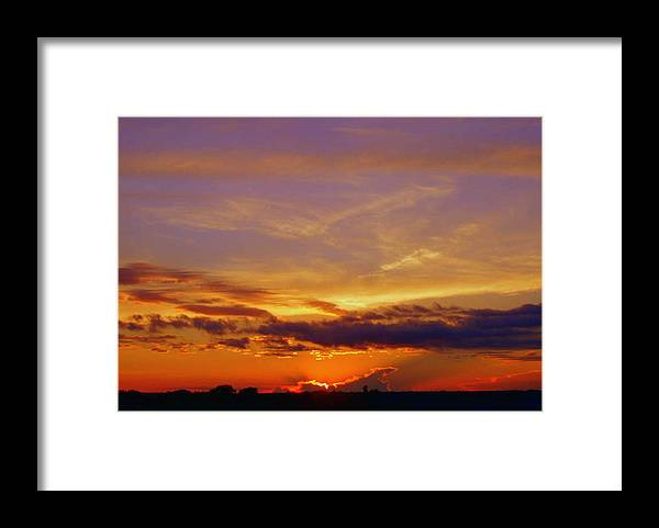 Sunset Framed Print featuring the photograph Southern Sunset by Toni Hopper