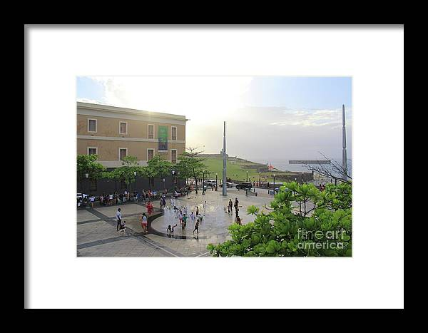 Puerto Rico Framed Print featuring the photograph Splashing In Old San Juan by Suzanne Oesterling