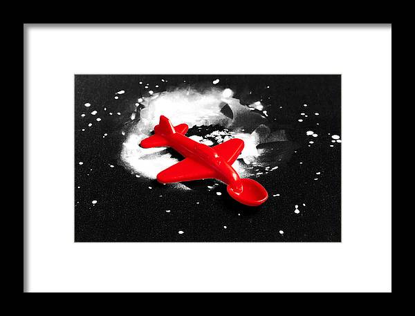 Spoon Framed Print featuring the photograph Spoonship by Daniel Furon