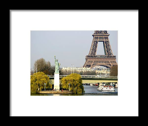 Paris Framed Print featuring the photograph Statue Of Liberty by Hans Jankowski