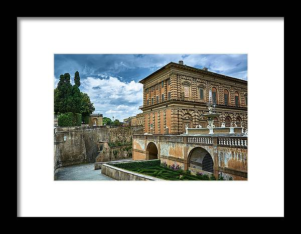 Palace Framed Print featuring the photograph The Back Of The Pitti Palace In Florence by Eduardo Jose Accorinti