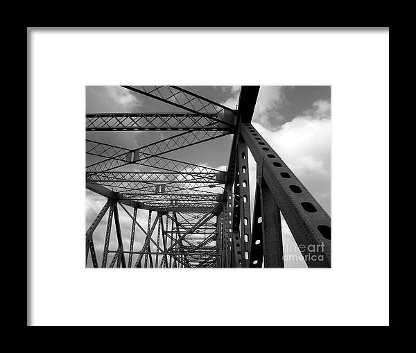 Tz Framed Print featuring the photograph The Tz by Kenneth Hess