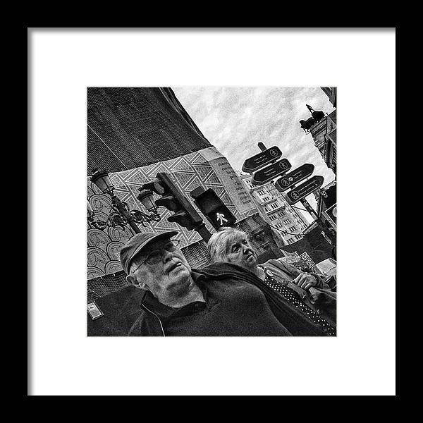 Streetmagazine Framed Print featuring the photograph Threesome  #couple #trafficlight by Rafa Rivas