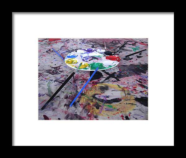 Paint Palette Framed Print featuring the photograph Too Loose by Robert Boyette