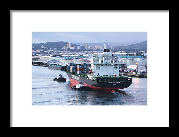 Horizon Hawk Framed Print featuring the photograph Tugs In Action by Richard Henne