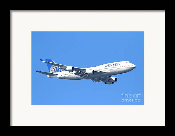 Transportation Framed Print featuring the photograph United Airlines Boeing 747 . 7d7850 by Wingsdomain Art and Photography