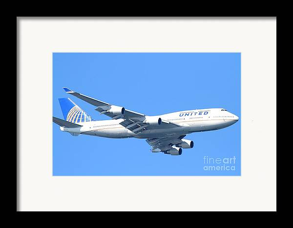 Transportation Framed Print featuring the photograph United Airlines Boeing 747 . 7d7852 by Wingsdomain Art and Photography