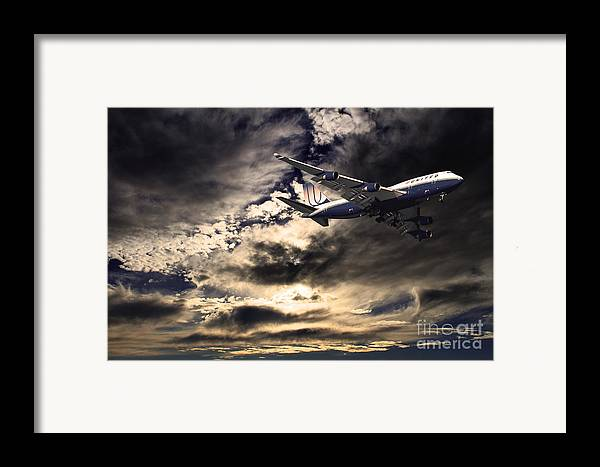 Transportation Framed Print featuring the photograph United Airlines . Flying The Friendly Skies by Wingsdomain Art and Photography