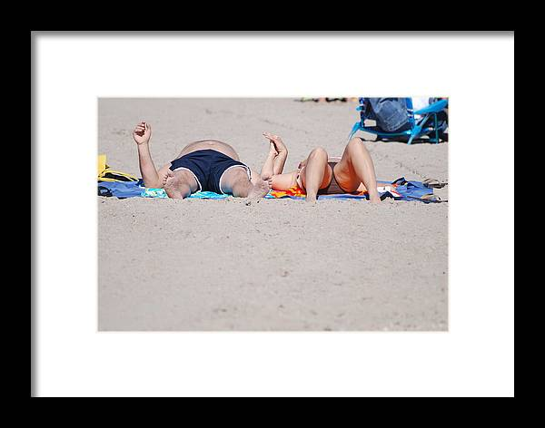 People Framed Print featuring the photograph Views At The Beach by Rob Hans