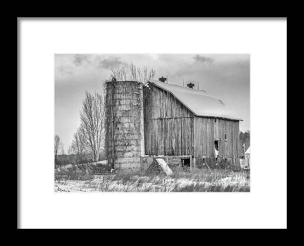 Barnsk Barn Framed Print featuring the photograph Vintage Barn by Rod Best