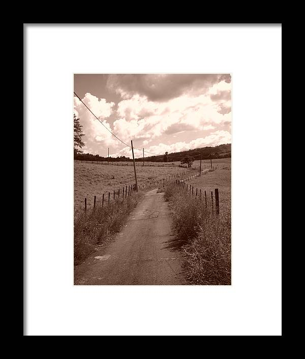 Home Framed Print featuring the photograph Way To Home by Gabriel Mendez
