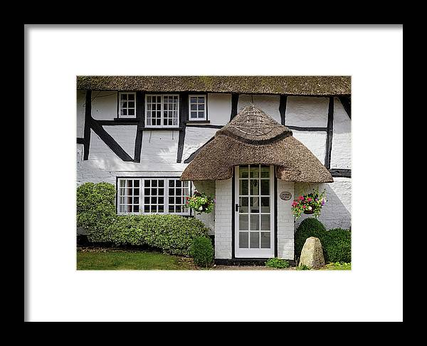 Cottage Framed Print featuring the photograph Westbrook Cottage Micheldever by Shirley Mitchell