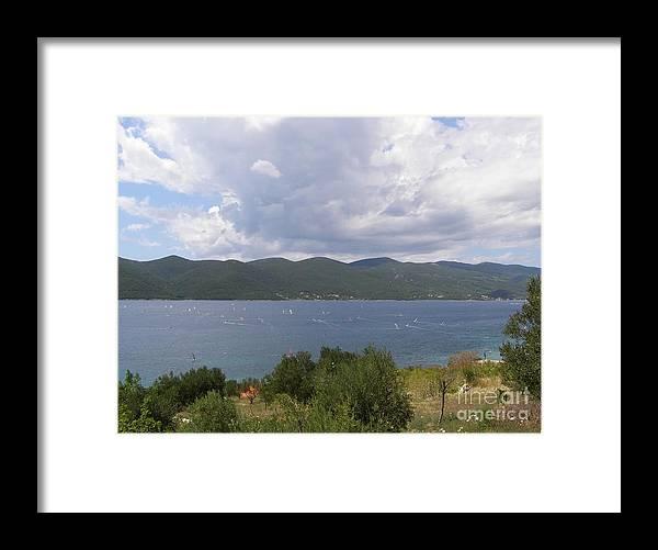 Linda De La Rosa Framed Print featuring the photograph What a wonderful day by De La Rosa Concert Photography