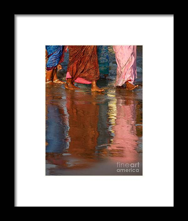 Women Framed Print featuring the photograph Women In Saris by Derek Selander