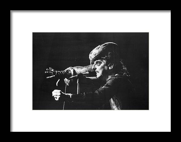 People Framed Print featuring the photograph Alice Cooper At Msg by Fred W. McDarrah