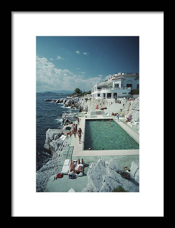 People Framed Print featuring the photograph Hotel Du Cap Eden-roc by Slim Aarons