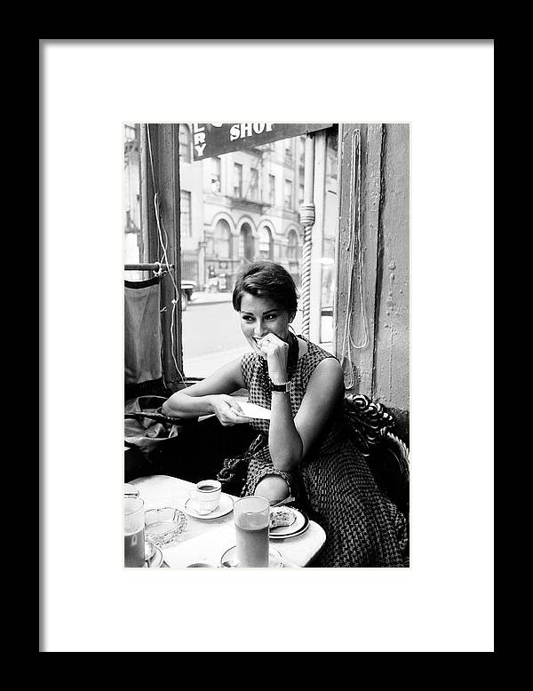 Timeincown Framed Print featuring the photograph Loren In New York Cafe by Peter Stackpole
