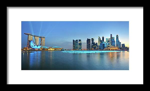 Tranquility Framed Print featuring the photograph Singapore Marina Bay by Fiftymm99