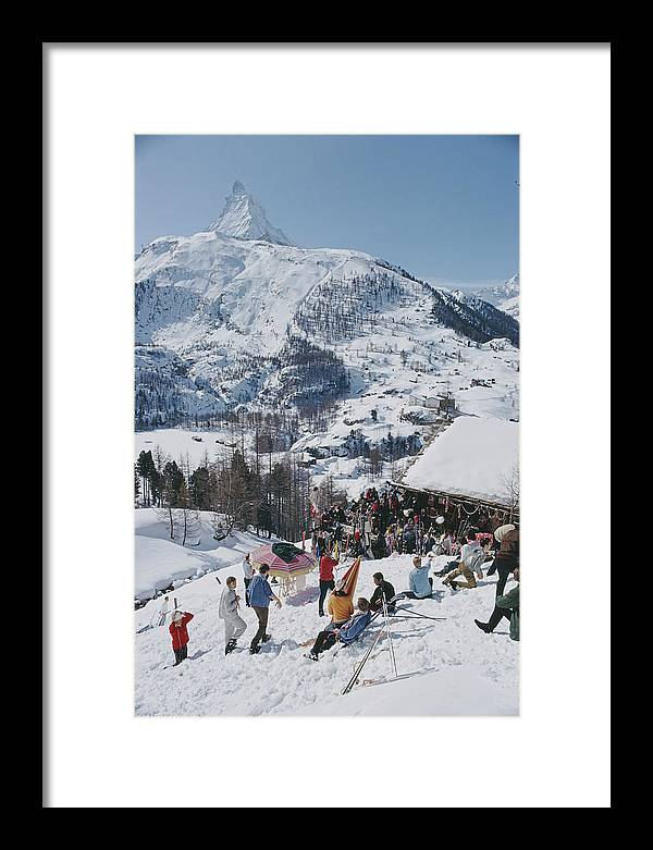 People Framed Print featuring the photograph Zermatt Skiing by Slim Aarons